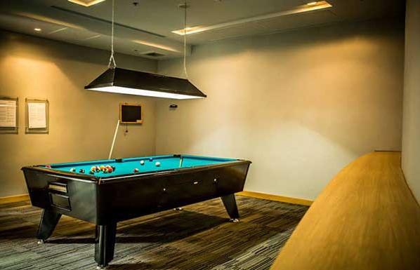 Millennium-Residence-Bangkok-pool-room-598x385